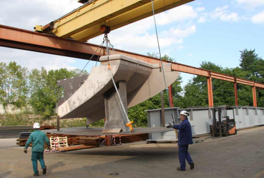 Prototype sections of the bridge are being manufactured at the Cimolai factory in Pordenone, near Venice, Italy.