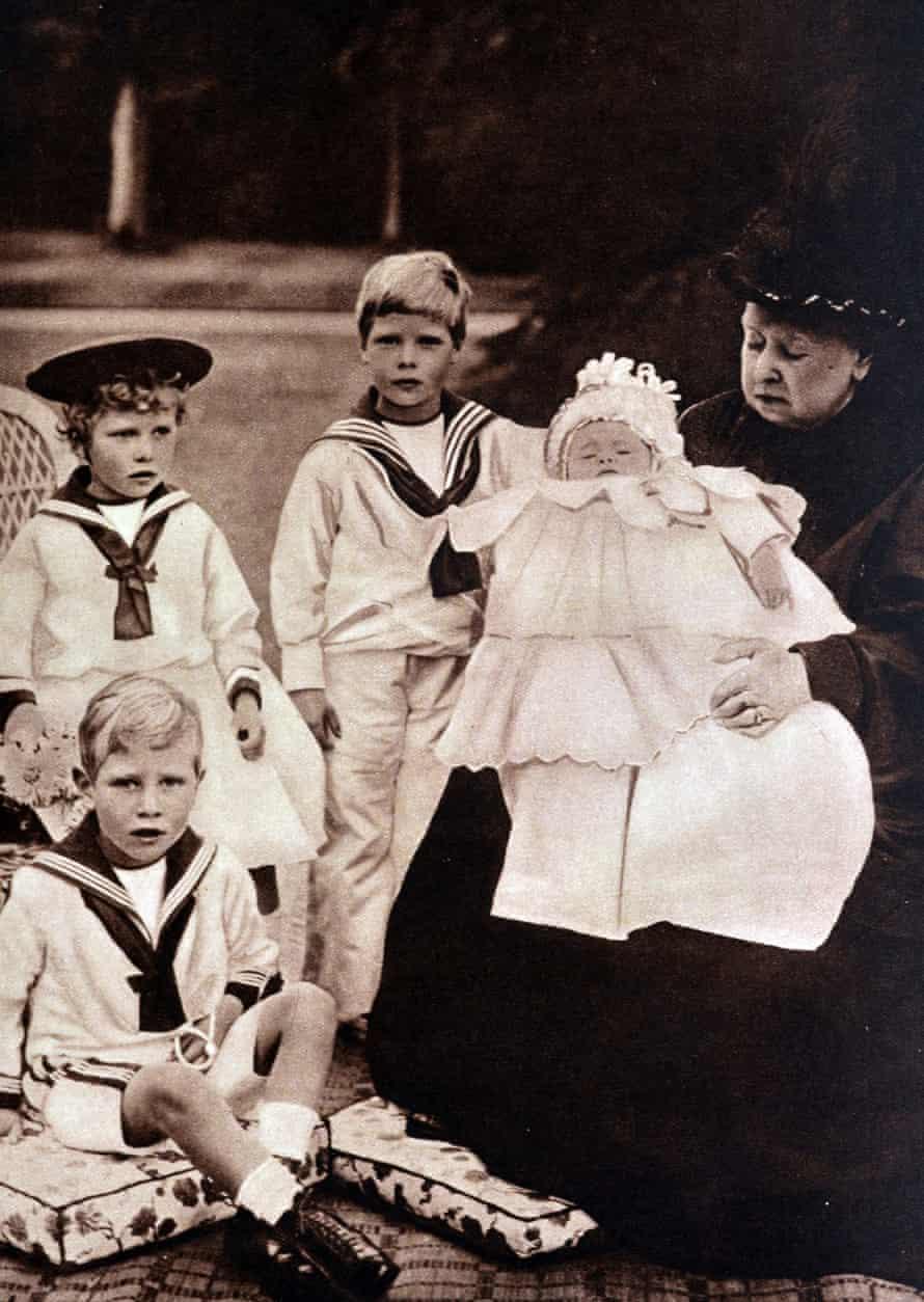 Queen Victoria with four of her grandchildren in 1900