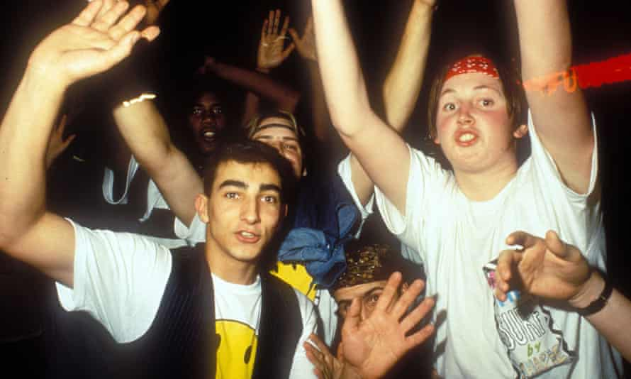 Oi oi saveloy: ravers getting off their napper.