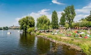 Žluté lázně has lots of facilities and a great location next to the Vltava river