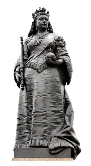 Statue of Queen Victoria on Blackfriars Bridge, London, by Charles Bell Birch (1896).