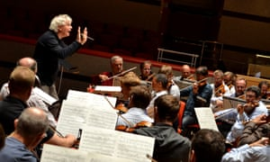 Simon Rattle conducts the Vienna Philharmonic