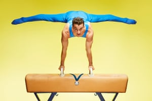 Alberto Busnari - Most Thomas flairs on a pommel horse in one minute