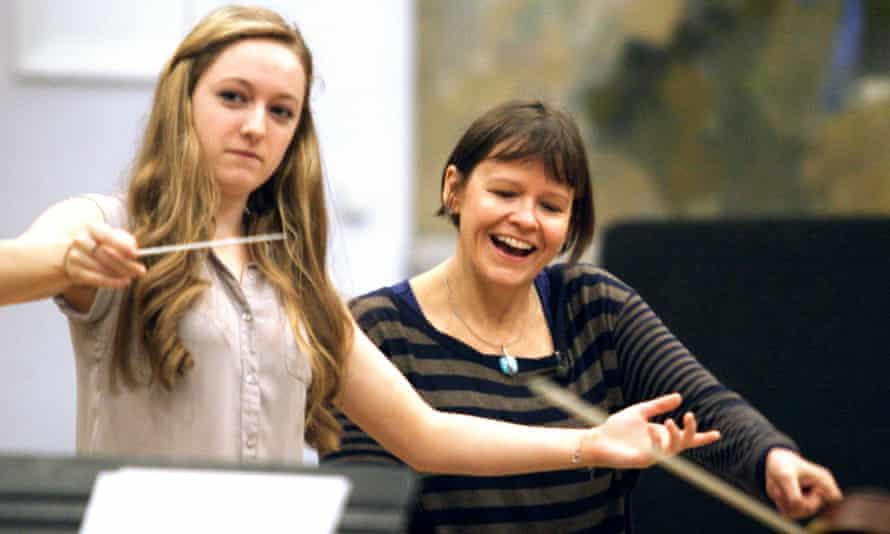 Alice Farnham teaching conducting at Morley College