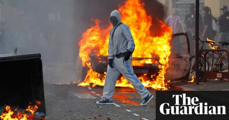 London riots escalate as police battle for control | UK ...
