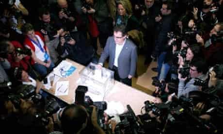 Artur Mas casting his vote