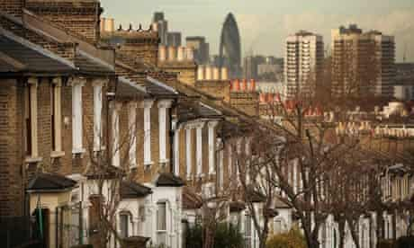 Row of houses in sight of Canary Wharf