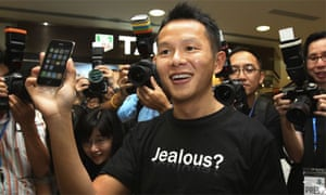 The first owner of the new iPhone 3G in Hong Kong, Ho Kak-yin