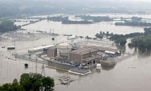 Fort Calhoun, Nebraska nuclear reactor threatened by flooding of the Missouri River