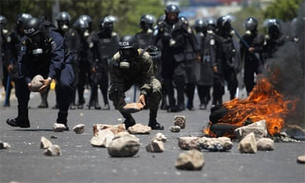 Soldiers and police clash with striking teachers in Honduras, 2011