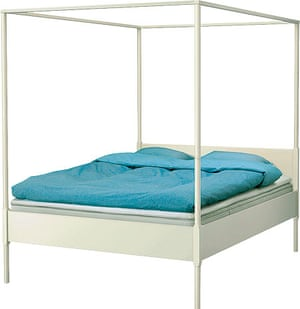 Milly Goodwin: Edland white wooden four-poster bed frame
