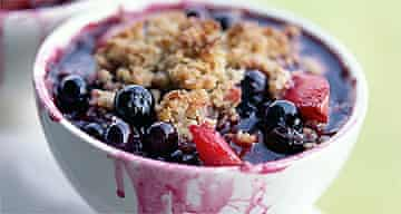 Berry Crumble / dessert / food / pudding