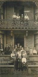 Boarding house group postard, 20th century