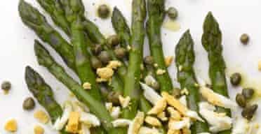 Asparagus with boiled egg