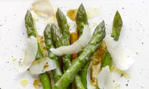 Asparagus with goat's cheese and apple balsamic