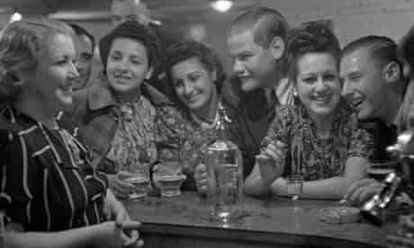 1939 black and white image of young couples crowding into a bar