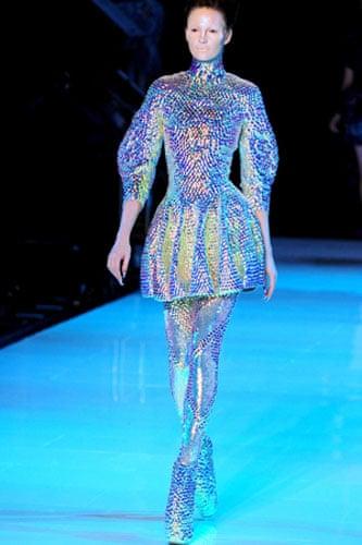 886732986b6 Alexander McQueen dives deep into fashion