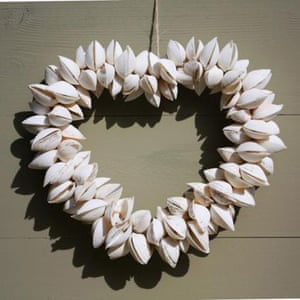 Christmas wreaths: Heart shell wreath