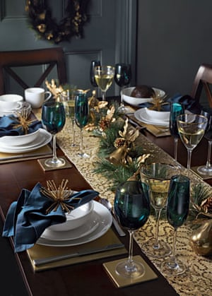 Christmas table decorations: Blue and gold | Life and ...