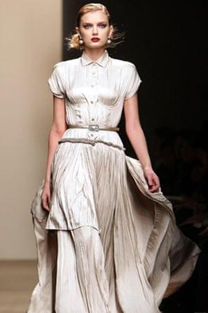 MFW: weekend roundup: A model wears Bottega Veneta