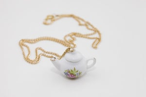 Jewellery: A teapot necklace
