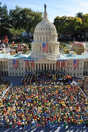 Lego: Lego pre-enactment of Barack Obama's presidential inauguration