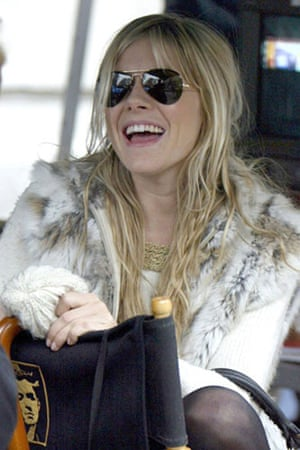 Sunglasses: Sienna Miller in classic aviator sunglasses