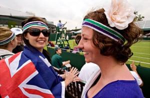 Wimbledon fashion: Tennis fans at Wimbledon 2009
