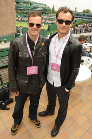 Wimbledon fashion: Johnny Lee Miller and Jude Law at Wimbledon 2009