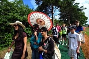 Wimbledon fashion: Queueing to get into Wimbledon