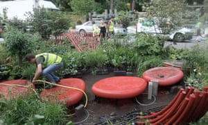 Ann-Marie Powell's Chelsea 2011 show garden being put together