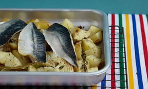 Mackerel with onions and potatoes