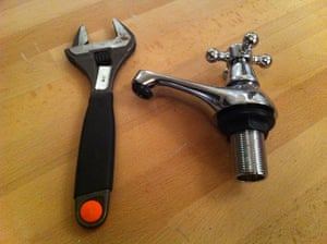 How to change a washer: How to change a washer: the tap and an adjustable wrench