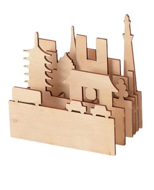 Stocking fillers: Tokyo cityscape pen stand