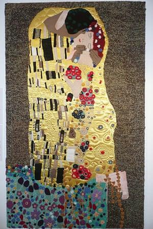 Knitted art: Klimt's The Kiss