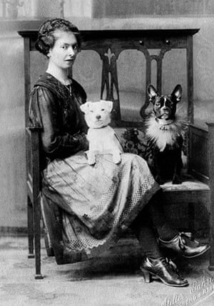 Vintage dogs: Woman with a French bulldog