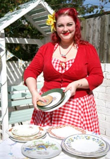 Vintage cake stand: picking the plates