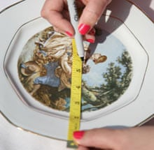 Vintage cake stand: marking the middle