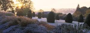 Tom Stuart-Smith: Broughton Grange garden, Oxfordshire