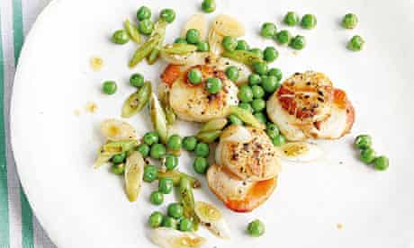 Scallops, peas, spring onions