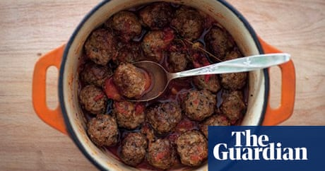 How to make meatballs in tomato sauce
