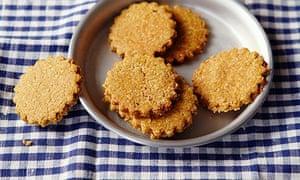 10 best oat recipes: oat crackers with chutney innem