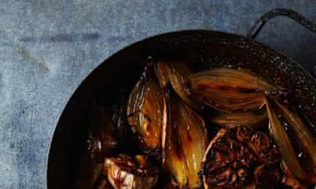 Baked garlic and shallots with fino