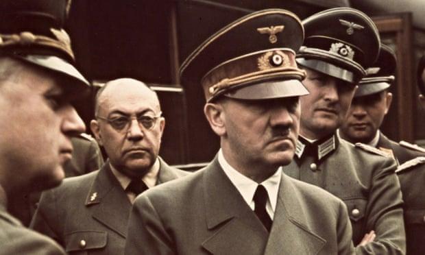 Гитлер и сиськи, бьянка показывает свое влагалище
