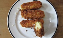 Canteen glamorgan sausages