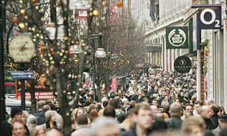 Last Minute Christmas Shoppers Crowd London Streets