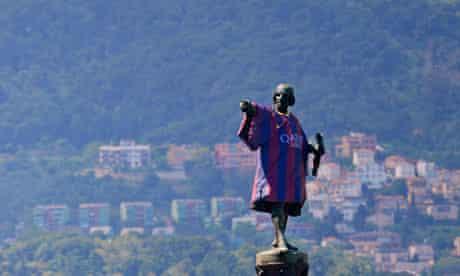 Columbus Monument wearing Barca shirt