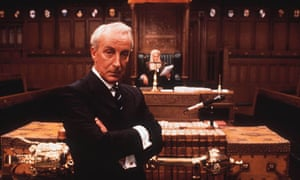 Scene from House of Cards showing Ian Richardson as Francis Urquhart.