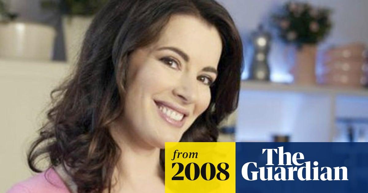 Nigella Lawson criticises Daily Mail 'dingbats' over