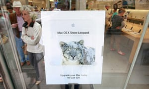 Apple store in Michigan advertises Snow Leopard